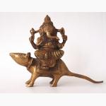 Elefantengott auf Ratte