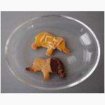 Ele. Glasschale mit Gravur und Keksen