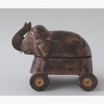 Ele. Kleine Holzbox auf Rädern Indien