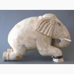 Ele. Holzelefant kniend mit Knochen belegt 2