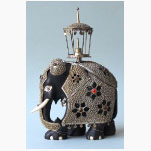 Ele. Holzelefant mit Metallbeschlag